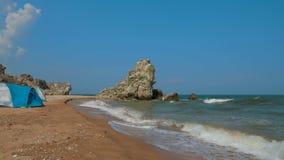 海挥动滚动冲上岸海滩 影视素材