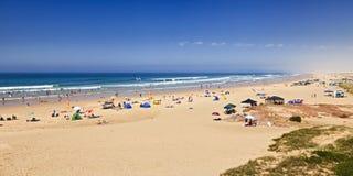 海斯托克顿海滩人群全景 库存图片