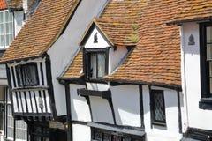 海斯廷斯,英国- 2015年6月28日:16世纪用木材建造被构筑的和中世纪房子在海斯廷斯老镇 免版税图库摄影