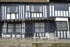 海斯廷斯,英国- 2017年7月22日:16世纪用木材建造被构筑的和中世纪房子在海斯廷斯老镇 库存图片