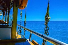 海旅行在船上船在阿拉尼亚 库存图片