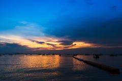 海日落和小船风景  库存图片