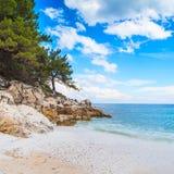 海景亦称全景与希腊人Saliara大理石海滩, Thassos海岛,希腊的 库存图片