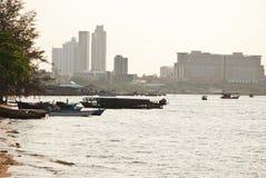 海景和小船在泰国的东部 免版税库存照片