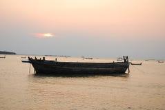 海景和小船在泰国的东部 免版税库存图片