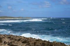 海景在Pointe des大别墅的一个大风天在瓜德罗普 免版税库存照片