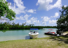 海景用绿松石水晴天 库存照片