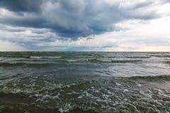 海景 海,与暴风云的天空 库存照片