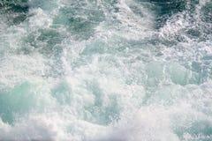 海景 碰撞在海挥动 免版税图库摄影