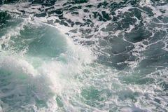 海景 碰撞在海挥动 图库摄影