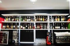 海氏,乌克兰- 2018年2月08日, :酒精饮料巨大的品种  免版税库存照片