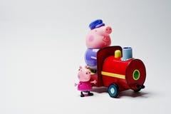 海氏,乌克兰- 2017年8月10日:在火车fr的两个玩具字符 免版税库存照片