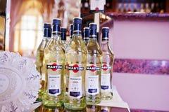 海氏,乌克兰- 2016年10月25日:在自助餐桌上的马蒂尼鸡尾酒Bianko 免版税库存图片