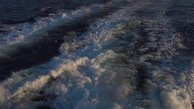海水与泡沫似的波浪慢动作的轮渡足迹 影视素材