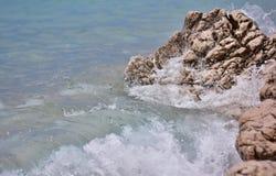 海水纹理,与波浪的夏天背景 免版税图库摄影