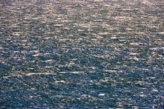 海水表面在大风天 库存图片