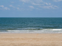 海沙和天空 免版税库存照片