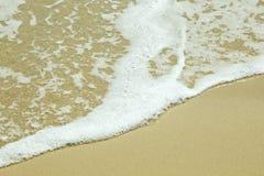 海沙和泡沫似的水 免版税图库摄影