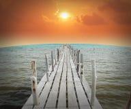 海沙太阳海滩日落日出泰国石头岩石海滩土地 免版税库存照片