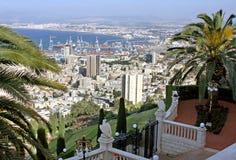 海法看法从Bahai庭院上部大阳台的  库存照片