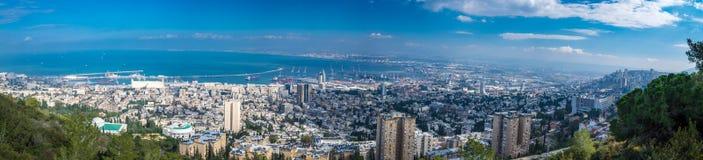 海法都市风景和港口 免版税库存图片