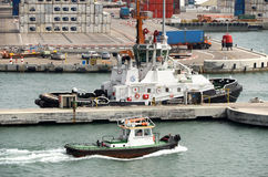 海法,以色列- 5月19 -巡逻艇在港口城市的工业区, 2013年 免版税图库摄影