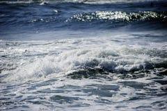海波浪创造美好的抽象梦想的背景 免版税库存照片