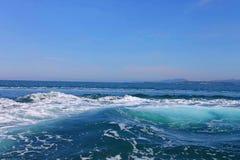 海波浪和海泡沫 免版税库存照片