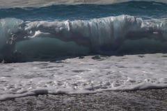 海波浪背景 波浪的看法从海滩的 免版税库存图片