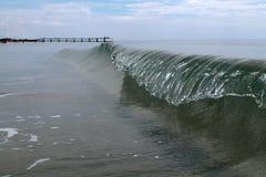 冻海波浪 库存照片