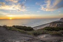 海洋从高虚张声势的日落视图 库存照片