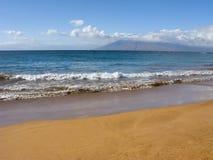 海洋含沙岸wailea冬天 免版税库存图片