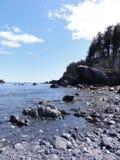 海洋和岩石阿拉斯加的海滩 图库摄影