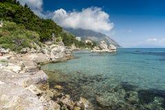 海洋和峭壁波罗斯岛凯法利尼亚岛希腊 库存照片