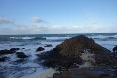 海洋在离北爱尔兰的附近海岸  免版税库存图片