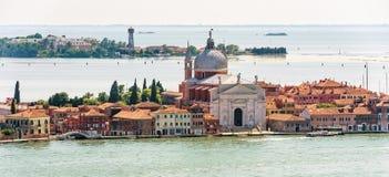 海洋威尼斯全景有老房子和教会的,意大利 库存图片