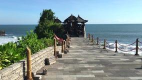 海洋寺庙巴厘岛印度尼西亚普拉Tanah全部,4k英尺长度录影 影视素材