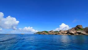 海洋岩石天空 免版税库存照片