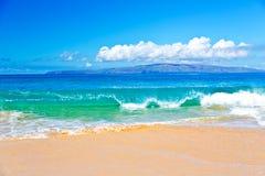 海洋海浪在毛伊夏威夷 库存图片