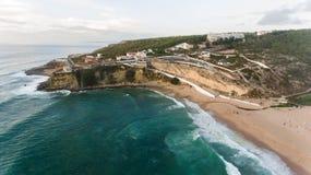 海洋鸟瞰图在Azenhas附近的毁损,葡萄牙海边镇 库存图片
