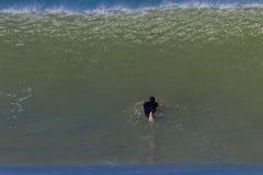 海浪冲浪者淹没 免版税库存图片