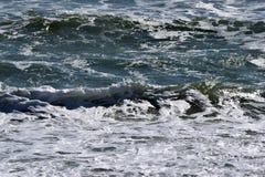 海浪和泡沫 免版税库存照片