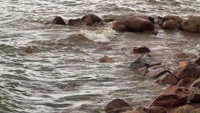 海浪在岸附近挥动 股票录像
