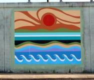 海浪样式在一条桥梁地下过道的墙壁壁画在詹姆斯Rd在孟菲斯, Tn 免版税库存图片