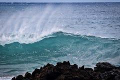 海浪的美好的力量在La Perouse海湾的在毛伊 库存照片