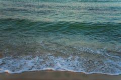 海浪美丽的射击从海岸射击的 免版税图库摄影