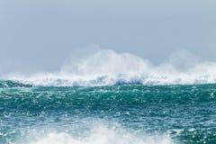 海浪风暴碰撞 免版税库存图片