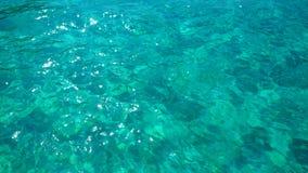 海浪,在水,水色背景的纹理 图库摄影