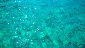 海浪,在水,水色背景的纹理 免版税库存照片