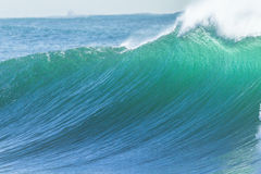 海浪水墙壁 免版税库存图片
